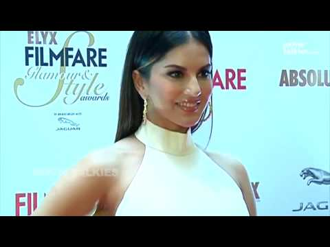 Breaking News- Sunny Leone May Be PREGNANT?