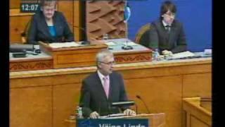 Ene Ergma närib küünt Riigikogu 22. aprill 2010 istungil