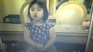 Bé Lâm Hân 3 tuổi : hát bài Thương khó Đức Giesu .