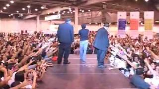 Shahrukh Khan dances on stage Houston Texas USA August 2009