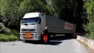 Lithuanian vehicle stuck in Norwegian ditch