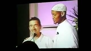 Ce Chrétien Conteste, Puis 8 Minutes Après, IL Se Convertit à l'Islam