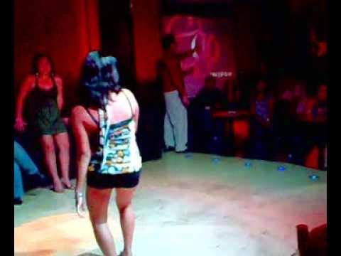 chicas bailando reggaeton