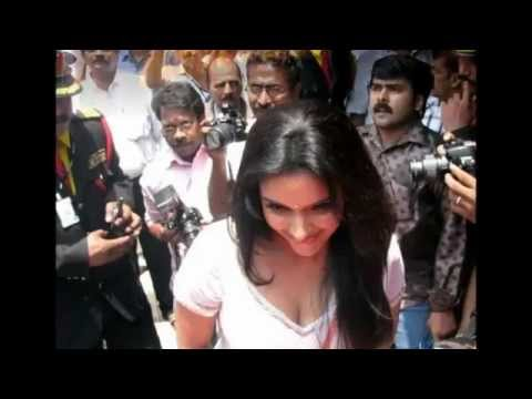 Actress Asin thottumkal hot in chemmanur jewellers inauguration in kerala