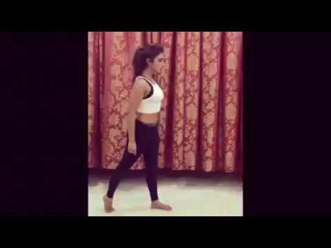 Mohena Singh Dance on 'Tu Chez Badi Mast' Song from Machine Movie
