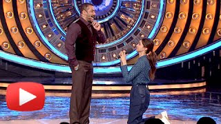 Deepika Padukone Proposes Salman Khan - Watch Salman's REPLY