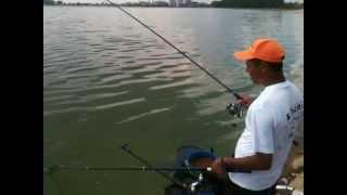 видео рыбалка на удочку на сазана