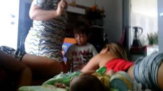Munha tia dançando