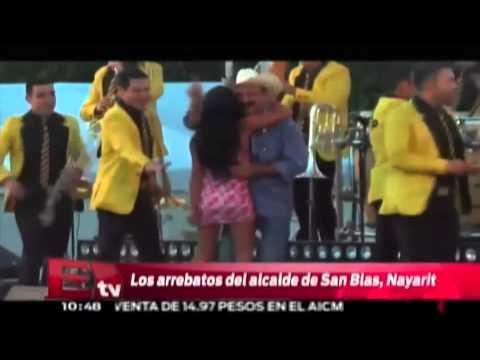 Alcalde de Nayarit levanta la falda a mujer Excélsior informa