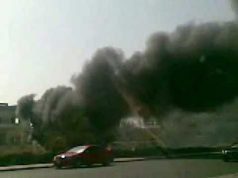 باص محترق على شارع الخليـج بالكويت