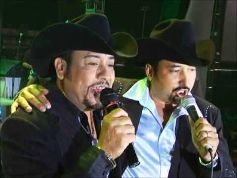 Esos Dos Amigos Dueto de Norteños de Ojinaga y Polo Urias .wmv