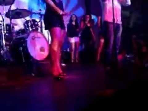 chicas bailando en el ruidoso