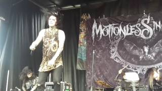 Motionless In White- 570( live vans warped tour 2016)