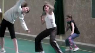 Mélanie Lance Le Poids à L'entraînement Avril 2009