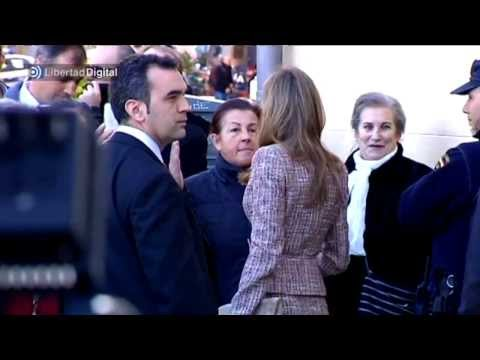 La princesa Letizia rompe el protocolo para hablar con una desahuciada