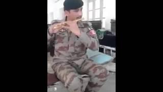 پاک آرمی کا نوجوان بانسری سے تاجدار حرم نعت پڑھتے ہوئے