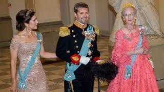 Kronprinsparret får varm modtagelse af dronningen