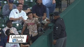 Young fan gets pranked by umpire