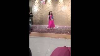 Aaj blue h pani pani: Best dance of sangeet by Mohita