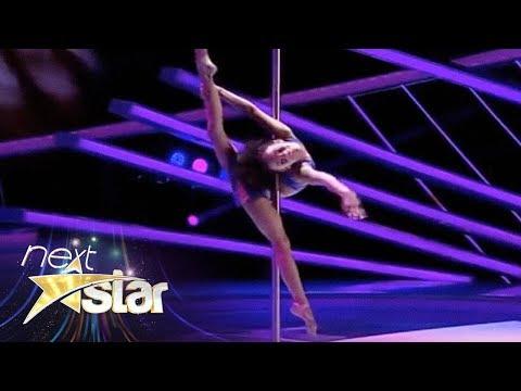 Emily Moskalenko număr spectaculos de acrobație la bară