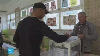 الجزائريون يتوجهون إلى صناديق الاقتراع للتصويت في انتخابات محلية