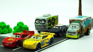 High Speed chase Cruz Ramirez & Lightning McQueen go for a race in town!