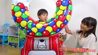 大きなガムボールマシン 早出し対決!! こうくんねみちゃん Giant Gum ball machine