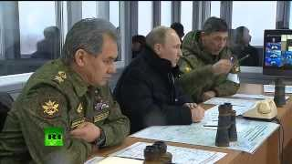 Video: Putin visits military drills in Russia