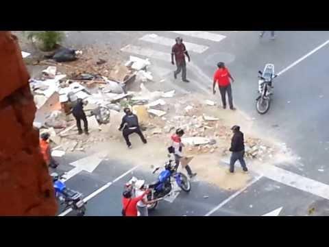 Colectivos armados arremetieron contra vecinos en la California Norte en Caracas hoy 5 de Marzo 2014