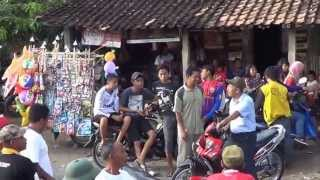 Nurdin SE-Pengunjung Menunggu Penghitungan Suara Pilkades Krakitan bayat Klaten