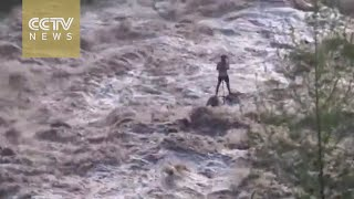Shocking footage: Man stranded in middle of turbulent flood