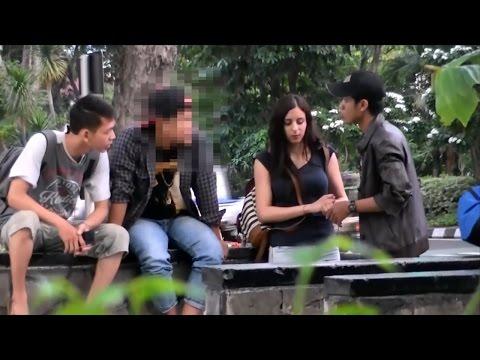 Bule cantik mengetes kebaikan orang indonesia - SOCIAL EXPERIMENT INDONESIA