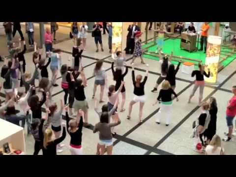 """Happy"" Pharrell Williams Flashmob 21. Mai 2014 Berlin Potsdamer Platz"