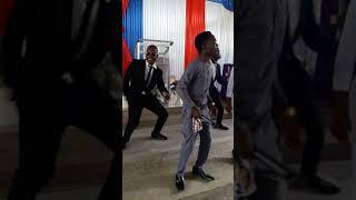 Cheki Aniseti butati akimuimbia mke wake nyimbo
