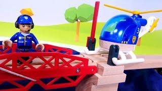 Vidéo pour enfants : Léo le camion jouent avec les trains Brio