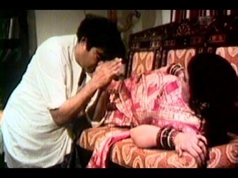 Xxx Mp4 Har Aadmi Ko Bibi Ka Full Song Hiraasat Sanjeev Kumar Hema Malini 3gp Sex
