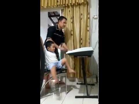 Funniest Little Child Daniel Hasea Sihombing ..  a good singer