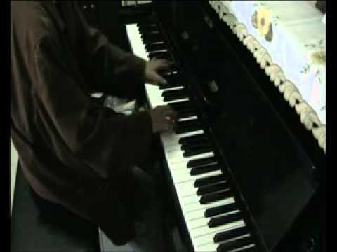 an amate7r s playing hijo de la luna cover piano only.flv