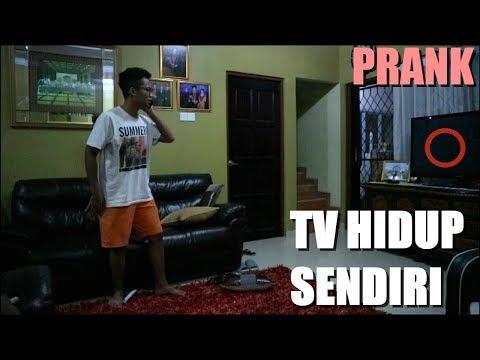 TV HIDUP SENDIRI ABANG GUE PANIK SAMPE TELFON NYOKAP REVENGE PRANK MY BRO