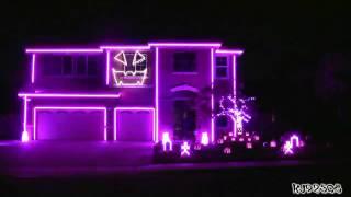 Дом, украшенный для Хэллоуина.mp4