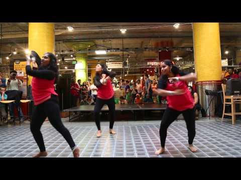 Hot Indian Dance Off - Mesmerizing Peacocks