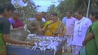 Golmaal Govindam Movie Scenes - Y Vijaya funny Rowdism as Vegetable seller - Rajendra Prasad, Anusha