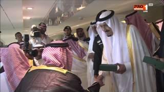 MBC PRO SPORTS -إحتفالات لاعبي الهلال بعد الفوز بكأس خادم الحرمين الشريفين و استلام الكأس