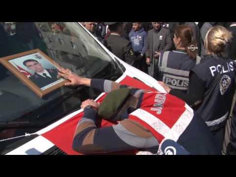 Şehit komutanı için gözyaşı döken asker yürekleri dağladı