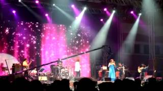 "Shreya Goshal live in Bahrain singing ""Saans"" from JTHJ"