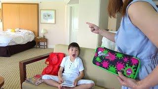 ママにゲーム隠された!!? ホテルで宝探し おゆうぎ こうくんねみちゃん