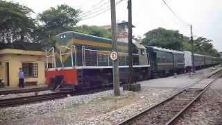 [121]D9E-231 kéo tàu YB1 vào ga Gia Lâm 01/05/2013
