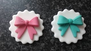 How to make easy pretty icing bows cup cake toppers every time by The Cake Tower