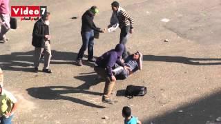 الإخوان يسحلون متظاهرًا بشارع رمسيس