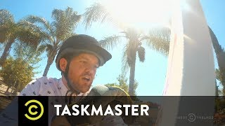 Taskmaster – Paint A Horse While Riding A Horse